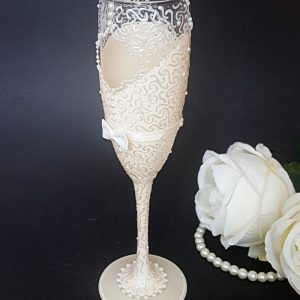 Beautiful textured lace bride to be champagne flute with personalised message or name.
