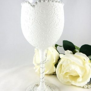 Hand painted bride to be wine glass with textured pattern, pearl detail and bride's name or message written around the base.